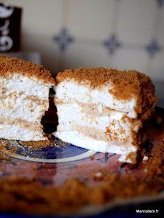 Une recette de gâteau gourmand, facile à réaliser avec une alternance de meringue et de crème chantilly au spéculoos.