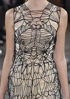 patternprints journal: PRINTS, PATTERNS, TEXTURES, DETAILS FROM PARIS CATWALKS (WOMENSWEAR S/S 2016) / Iris Van Herpen