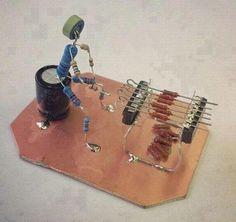 Barbecue creativo. Con pezzetti di elettronica riciclati. Bello davvero no ? :-)