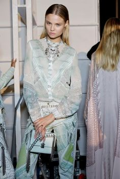 Roberto Cavalli Spring 2014 Ready-to-Wear Backstage Runway Fashion, High Fashion, Fashion Beauty, Womens Fashion, Fashion Trends, Fashion Creator, 2015 Trends, Roberto Cavalli, Hollywood Glamour