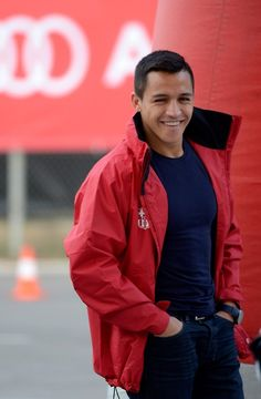 Alexis Sanchez his a great soccer player, he play for Chile team he score a lots of points⚽