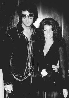 Elvis Presley Priscilla, Elvis Presley Photos, Tom Jones Concert, Las Vegas Hotels, Best Love Quotes, Lisa Marie, Graceland, Pictures To Draw, Rock N Roll