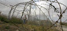 """ACCORDI DI RIAMMISSIONE E DIRITTO DI POLIZIA di F. V. Paleologo """" Malgrado un sistema militare che ormai è in grado di tracciare la rotta di qualunque natante nel mediterraneo, e malgrado una rete sempre più fitta di accordi bilaterali, le vittime dell'immigrazione clandestina sono così destinate ad aumentare ed ancora oggi, dopo l'emergenza Nord Africa del 2011, centinaia di famiglie sono alla ricerca dei loro figli dispersi"""" http://www.lavoroculturale.org/spip.php?article194"""