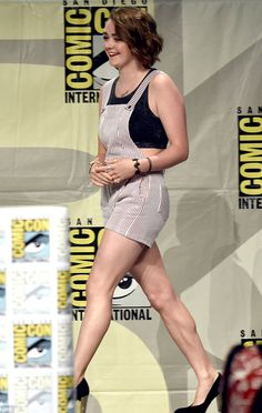 Maisie Williams looking super cute in our Again Barbershop Adjustable Overall Shorts!   http://www.oxygenboutique.com/Barbershop-Adjustable-Overall-Shorts.aspx  #ComicCon #maisiewilliams #GameofThrones #AryaStark #Again #ootd #overalls #style #instafashion #lookoftheday