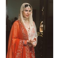 Stunning and regal Pakistani Wedding Outfits, Indian Bridal Outfits, Pakistani Bridal Dresses, Indian Bridal Wear, Indian Dresses, Indian Clothes, Bridal Lehenga, Indian Wear, Ethnic Fashion