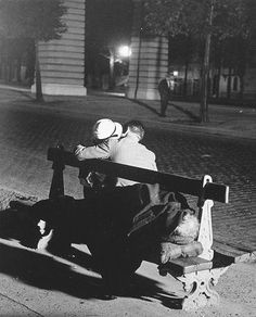 BRASSAÏ :: Contrasts in Paris de Nuit :: The lovers and the homeless