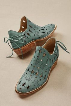 / seville booties with stars and openwork / Marvelous Tips: Shoes Trainers Red seychelles shoes booties.Seychelles Shoes Booties steve madden shoes with pearls. 10 Creative Tips Can Change Your Life: Back To School Shoes 2018 fall shoes hipster. New Shoes, Women's Shoes, Me Too Shoes, Shoe Boots, Dress Shoes, Shoes Style, Shoes Men, Golf Shoes, Aldo Shoes