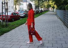 red pantsuit, red all over, rosegold sneakers, red bag, red shirt, fashionblogger, modeblogger, style, outfit, style inspiration
