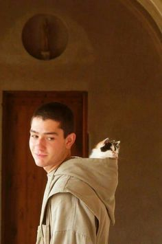 """""""A young monk with kittens in his hood. What an unexpected photo!"""" And so adorable! Catholic Art, Roman Catholic, Image Chat, Religion Catolica, Cat People, Images Google, Kirchen, Cat Love, Cats And Kittens"""