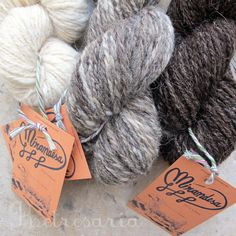 100% portuguese wool yarn. Hand spun and hand plied in Trás-os-Montes (Portugal) from the wool of Churra Galega Mirandesa sheep.