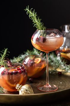 Christmas Cocktails, Holiday Cocktails, Cocktail Drinks, Cocktail Recipes, Alcoholic Drinks, Holiday Parties, Beverages, Christmas Holiday, Holiday Decor