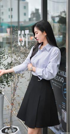 Stylish Dress Designs, Stylish Dresses, Stylish Outfits, Cute Fashion, Skirt Fashion, Fashion Dresses, Korean Fashion Work, Asian Fashion, Cute Skirt Outfits