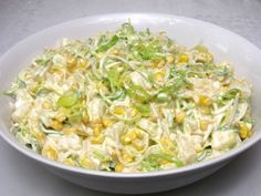 Fine and slightly creamy salad full of delicious vegetables, corn and pineapple, . - Home Office - Salade Recept - Fitness Dutch Recipes, Russian Recipes, Raw Food Recipes, Salad Recipes, Cooking Recipes, Healthy Recipes, Borscht Soup, Cabbage Salad, A Table