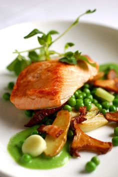 This easy but elegant salmon dish speaks of spring; the rich fish is seared and paired with sweet Vidalia spring onions, fresh green peas, and applewood smoked - food_drink Salmon Recipes, Fish Recipes, Seafood Recipes, Gourmet Recipes, Cooking Recipes, Healthy Recipes, Gourmet Desserts, Cooking Bacon, Plated Desserts
