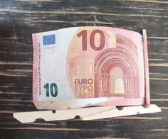 Liegestuhl aus Geldschein basteln für ein Geldgeschenk zur Reise oder zum Urlaub