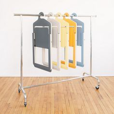 chaise pliante design ultra plate gain de place petit espace deco umbra shift