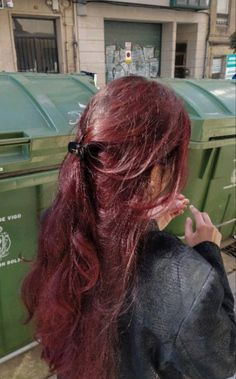 Hair Color Streaks, Hair Dye Colors, Res Hair Color, Red Hair With Pink Highlights, Wine Colored Hair, Deep Burgandy Hair Color, Colored Short Hair, Autumn Hair Colors, Red Burgundy Hair Color