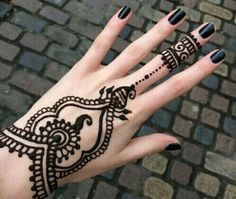 It is difficult to discover most recent Mehendi designs when web is full with same old however delightful henna designs. Mehndi or Henna additionally play… Henna Tattoo Hand, Simple Henna Tattoo, Diy Tattoo, Henna Art, Tattoo Wings, Tattoo Stars, Star Tattoos, Mini Tattoos, Tatoos