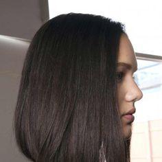 coupe cheveux epais carre plongeant long