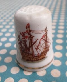 Dé à coudre: Mary Rose, Henry VIII flagship, Built 1510, Foundered 1545 - Raised 1982 - St Georges, Fine Bone China made in England http://aziliz-creation.alittlemercerie.com