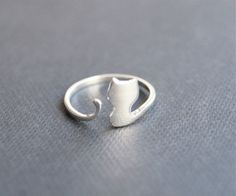 Hey, I found this really awesome Etsy listing at https://www.etsy.com/listing/211918330/sterling-silver-ringcute-cat-silver