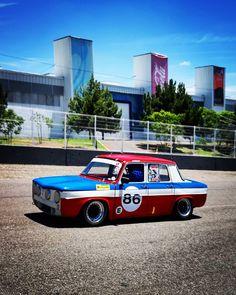 Retro Cars, Vintage Cars, Alpine Renault, Jeep Pickup, Mature Fashion, Jeep Gladiator, Chevrolet Silverado 1500, Limousine, Old Cars