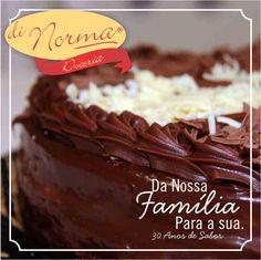 Bolo Casadinha: Bolo de chocolate recheado com creme de chocolate ao leite e branco. #DiNorma #love #cake