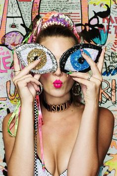 Miley Cyrus and Australian label Discount Universe are going head to head over claims Cyrus ripped off the brands signature style. Evil Eye Jewelry, Egyptian Jewelry, Cool Style, My Style, Traditional Fashion, Fashion Seasons, Hamsa Hand, Beaded Embroidery, Fashion Bags