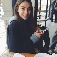 Кто самый милый кексик на Земле? Кариночка Истомина! Классно, когда приезжает @nika_shatova. Сразу столько классных фотографий. И завтрак есть с кем разделить. А вообще я ее просто так люблю♥️ Shy Girls — Renegade #апрелюшкавньюйорке