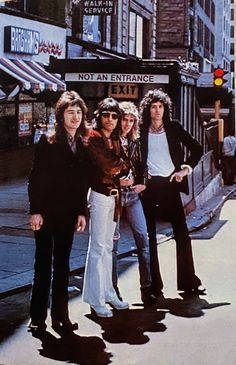 Queen Photos, Queen Pictures, Brian May, John Deacon, Save The Queen, I Am A Queen, Rock Poster, Queens Wallpaper, Queen Aesthetic