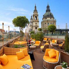 Dachterrasse des Boutique Hotels Aria in Budapest mit Blick auf die Basilika