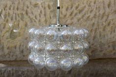 """Deckenlampe der Firma Limburg, Modell P951, in den 60er-Jahren entworfen von der finnischen Designerin Helena Tynell (geb. 1918). Zylindrischer Lampenschirm aus transparentem Glas mit verschieden großen """"bubbles"""", weißer Kunststoffbaldachin. Höhe (Schirm) 20cm, Durchmesser 30cm, max. 100 Watt; sehr guter Vintage-Zustand. Preis: EUR 150,00"""