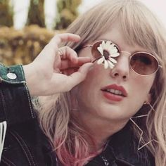 Me: So I finally made a Taylor fan account. My sister: Finally! Its about time you Me: So I finally made a Taylor fan account. My sister: Finally! Its about time you did . Taylor Swift Fearless, Taylor Swift Album, Taylor Alison Swift, Taylor Swoft, Taylor Swift Photoshoot, Taylor Swift Pictures, Wattpad, Sisters, Blonde Cat