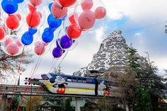"The ""highway in the sky,"" the Disneyland Monorail at Disneyland Resort is returning this weekend! Disneyland Resort Hotel, Disneyland Today, Disneyland Park, Disney World Resorts, Hotels And Resorts, Disney Parks, Walt Disney World, Disney California Adventure Park, Seaworld Orlando"