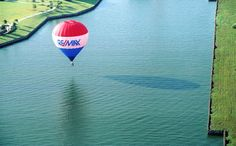 RE/MAX Ballon at the Ballunar Festival in Texas, compliments of RE/MAX of Texas and Noel G., via RE/MAX Flickr.