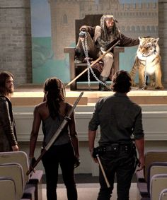 Ezikiel and Shiva in The Walking Dead Season 7 Episode 9 | Rock in the Road