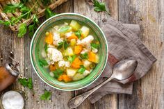 Warm and healthy detox Veggie Soup! - Clove and Honey Vegetable Soup Recipes, Veggie Soup, Healthy Detox, Healthy Soup, Superfood, Pesto, Lunch Recipes, Healthy Recipes, Stewed Tomatoes