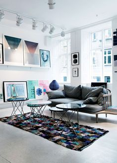 What a wonderful use of colors and space. Multiple coffee tables can be arranged for eating and working.