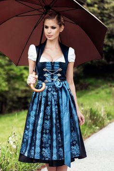 Ja mei, die Wiesn-Königin steht schon fest: Dieses Dirndl ist von so ausgesuchter Eleganz, das muss einfach eine Königin tragen!
