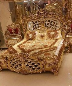beautiful dream house decor that you dream of Royal Bedroom, Bedroom Sets, Bedroom Decor, Royal Furniture, Luxury Furniture, Furniture Design, Classic Bedding, Suites, Luxurious Bedrooms