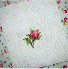 This Pin was discovered by Giu Mini Cross Stitch, Simple Cross Stitch, Cross Stitch Rose, Cross Stitch Flowers, Diy Embroidery, Cross Stitch Embroidery, Cross Stitch Patterns, Bow Pillows, Brazilian Embroidery