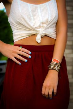 High-waisted skirt with crop top knot. SUMMER.