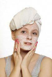 Homemade Facial Masks for Acne- Yay for when you need one! Homemade Acne Mask, Homemade Moisturizer, Face Scrub Homemade, Homemade Facials, Homemade Skin Care, Face Peel Mask, Acne Face Mask, Acne Facial, Facial Masks