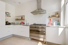 Keuken, ikea, wit hoogglans, houten planken, oven, design, modern, licht