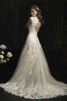 Lace detailed wedding dress <3