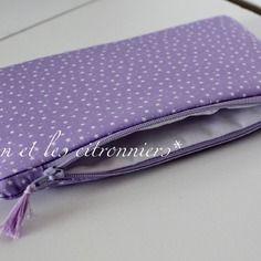 """Pochette """"Tirana"""" : 100% coton parme à petites étoiles blanches Léon et les citronniers*"""