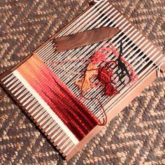 #wip #weaving #weftblending #handwoven #loom #wool #telar #lana #tejido #modernweaver #weavingtechnique #weavingnewjersey #creativelife #sampling #thewovencraft