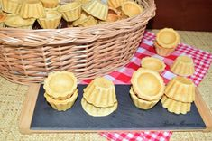 aluat-fraged-pentru-mini-tarte-4 Diy Food, Quiche, Picnic, Basket, Desserts, Recipes, Food, Pie, Tailgate Desserts