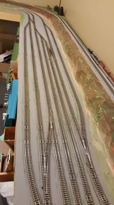 N Scale Train Layout, Ho Train Layouts, N Scale Model Trains, Scale Models, Ho Train Track, Lionel Trains Layout, Escala Ho, Model Railway Track Plans, Train Room