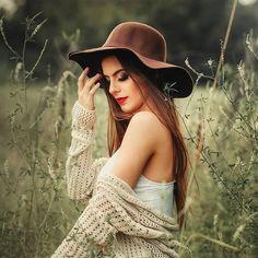 "Instagram fotoğrafı: خَــلـڤِــيَــات "".. • 12 Temmuz 2019, 16:51 Model Poses Photography, Autumn Photography, Girl Photography Poses, Teen Photo Shoots, Girl Photo Poses, Girl Poses, Teen Fotografie, Modeling Fotografie, Photo Portrait"